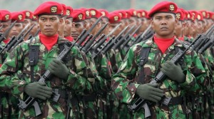 Indonesian special army force (KOPASSUS) listens to speech by Indonesian President Yudhoyono in Jakarta